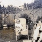 Edward Bach y Evelyn (Bobbie) en el jardín de su casa en Chorleywood.